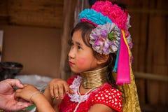 Chiang Mai, village Long-étranglé de tribu de la Thaïlande Image stock