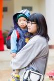 CHIANG RAI, ΤΑΪΛΆΝΔΗ - 13 ΙΑΝΟΥΑΡΊΟΥ: Μη αναγνωρισμένα ασιατικά WI μητέρων Στοκ φωτογραφία με δικαίωμα ελεύθερης χρήσης