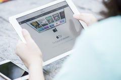 CHIANG RAI, ΤΑΪΛΆΝΔΗ - 13 ΣΕΠΤΕΜΒΡΊΟΥ 2015: Ιστοί υπολογιστών της Apple Στοκ Εικόνες