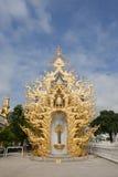 CHIANG RAI, ТАИЛАНД - 3-ье сентября 2011: Wat Rong Khun в хие стоковое фото