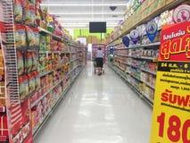CHIANG RAI, TAILÂNDIA - 28 DE OUTUBRO: opinião interior do supermercado dentro Fotografia de Stock