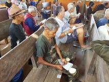 CHIANG RAI, TAILANDIA - 19 DE DICIEMBRE: Viejo peop asiático no identificado Foto de archivo