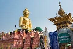 Chiang Rai, Tailandia - 1 de marzo de 2015: Estatuas de Budda en Tria de oro Fotos de archivo libres de regalías