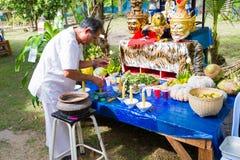 CHIANG RAI, TAILANDIA - 1 DE SEPTIEMBRE: hombre no identificado en traditi Foto de archivo