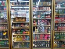 CHIANG RAI, TAILANDIA - 26 NOVEMBRE: varia marca di bottiglie di Immagini Stock Libere da Diritti