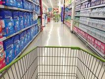 CHIANG RAI, TAILANDIA - 18 OTTOBRE: inte dell'interno del supermercato di BigC Fotografia Stock Libera da Diritti
