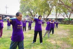 CHIANG RAI, THAÏLANDE - 2 MARS : exerc non identifié de personnes plus âgées Photos libres de droits