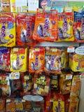 CHIANG RAI, THAÏLANDE - 25 NOVEMBRE : diverse marque du Sn sec de poissons Image stock