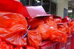Chiang Rai, Thaïlande - 6 septembre 2018 : Sac de déchets infecté, au sujet de photo libre de droits