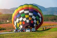 CHIANG RAI, THAILAND - 16. FEBRUAR: Bunter Ballon an SINGHA Stockfotos