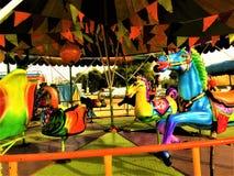 Chiang Rai, Thailand - Januari 3, 2019: Kleurrijk de verlaten carrousel in een speelplaats in een dorp Traditioneel Thailand stock afbeeldingen