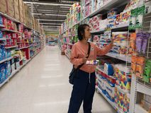 Free CHIANG RAI, THAILAND - MARCH 7, 2019 : Unidentified Asian Customer Looking For Toilet Paper On Shelf In Supermarket On March 7, Stock Image - 141744091