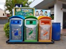 CHIANG RAI, THAILAND - NOVEMBER 25: Drie bakken in verschillend col. Stock Afbeelding