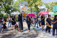 CHIANG RAI THAILAND - NOVEMBER 19: oidentifierat thailändskt folk fi Royaltyfri Bild