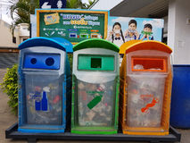 CHIANG RAI THAILAND - NOVEMBER 25: Tre fack i olik sänka Arkivbilder