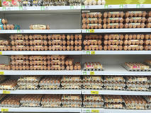 CHIANG RAI, THAILAND - OKTOBER 28: diverse grootte van eieren in pac Stock Foto