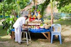 CHIANG RAI THAILAND - SEPTEMBER 1: oidentifierad man i traditi Arkivbild