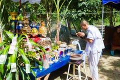 CHIANG RAI THAILAND - SEPTEMBER 1: oidentifierad man i traditi Fotografering för Bildbyråer