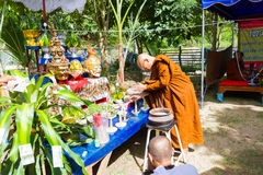CHIANG RAI THAILAND - SEPTEMBER 1: oidentifierad thai munkritu Royaltyfri Fotografi