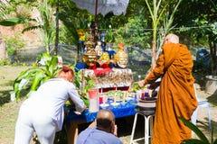 CHIANG RAI THAILAND - SEPTEMBER 1: oidentifierad thai munkritu Arkivfoton