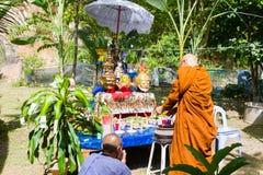 CHIANG RAI THAILAND - SEPTEMBER 1: oidentifierad thai munkritu Royaltyfri Foto