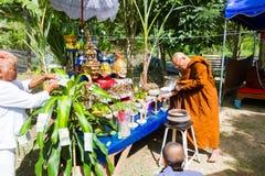 CHIANG RAI THAILAND - SEPTEMBER 1: oidentifierad thai munkritu Fotografering för Bildbyråer