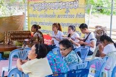 CHIANG RAI THAILAND - SEPTEMBER 1: oidentifierat PA för thai folk Royaltyfri Fotografi