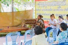 CHIANG RAI THAILAND - SEPTEMBER 1: oidentifierat PA för thai folk Royaltyfria Foton
