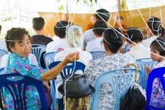 CHIANG RAI THAILAND - SEPTEMBER 1: oidentifierat ta för folk Royaltyfri Foto