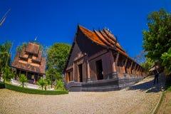CHIANG RAJA TAJLANDIA, LUTY, - 01, 2018: Ludzie wchodzić do Baan tamy czerni Muzealny dom, jeden sławny miejsce Zdjęcia Stock
