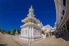 CHIANG RAJA TAJLANDIA, LUTY, - 01, 2018: Piękna biała świątynia przy podwórkem w Tajlandia: Chiangmai Wat kalambur Tao Obrazy Stock
