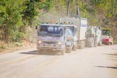 CHIANG RAJA TAJLANDIA, LUTY, - 01, 2018: Plenerowy widok maszyneria dla sztachetowej budowy drogi w Chiang Mai, Tajlandia Zdjęcie Stock