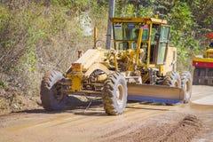 CHIANG RAJA TAJLANDIA, LUTY, - 01, 2018: Plenerowy widok maszyny ciężkie dla sztachetowej budowy drogi w Chiang Mai Obraz Royalty Free