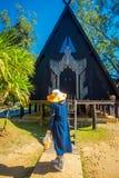 CHIANG RAJA TAJLANDIA, LUTY, - 01, 2018: Plenerowy widok tworzący i projektujący Thawan Baandam czerni muzealny dom, Obraz Royalty Free