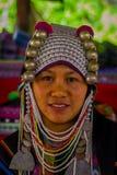 CHIANG RAJA TAJLANDIA, LUTY, - 01, 2018: Zakończenie niezidentyfikowana kobieta up należy Karen szyi wzgórza plemienia Długa wios Obraz Royalty Free