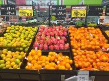 CHIANG RAJA TAJLANDIA, PAŹDZIERNIK, - 28: Świeże organicznie owoc w supe Obrazy Royalty Free