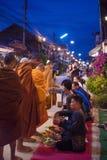 Chiangkhan, Loei Tajlandia, Listopad, - 27, 2016: Ludzie są prepa Fotografia Royalty Free