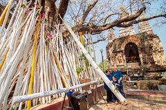 CHIANGMAI, THAILAND-APRIL 15 :在Songkran节日, A的崇拜 免版税库存照片