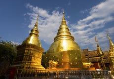 CHIANGMAI, ТАИЛАНД - 17-ОЕ ФЕВРАЛЯ 2019: Пагода в Wat Phra Singh в Chiangmai, Таиланде Wat Phra Singh известный буддист стоковые изображения rf
