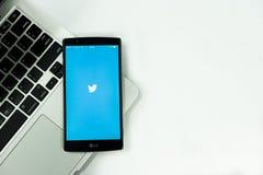 CHIANGMAI, ТАИЛАНД - НОЯБРЬ 2,2015: LG G4 раскрывает применение Twitter, t Стоковые Изображения RF