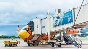 CHIANGMAI - 13 juni: Nok Luchtvluchten voor het inschepen in Chiangmai I stock fotografie