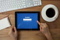CHIANGMAI, TAILÂNDIA - 4 DE ABRIL DE 2015: Facebook é um social em linha Fotografia de Stock Royalty Free
