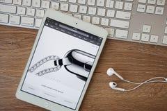 CHIANGMAI, TAILÂNDIA - 8 de fevereiro de 2015: Web site dos Apple Computer Imagens de Stock Royalty Free