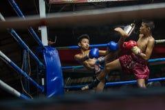CHIANGMAI TAILÂNDIA 30 DE JULHO: Jogadores não identificados em Muaythai imagens de stock royalty free