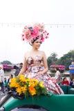 CHIANGMAI, TAILÂNDIA - 3 DE FEVEREIRO: Mulheres bonitas na parada no anuário 42th Chiang Mai Flower Festival, o 3 de fevereiro de Imagens de Stock