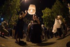 CHIANGMAI, TAILANDIA - 31 DE DICIEMBRE: Lámpara flotante de la gente en el Año Nuevo c Foto de archivo