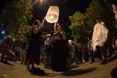 CHIANGMAI, TAILANDIA - 31 DE DICIEMBRE: Lámpara flotante de la gente en el Año Nuevo c Imagenes de archivo