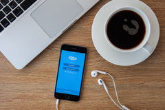 CHIANGMAI, TAILANDIA - 5 DE FEBRERO DE 2015: Skype es un cliente del servicio voz-sobre-IP y de mensajería inmediata, desarrollad Foto de archivo libre de regalías