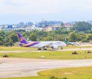CHIANGMAI, TAILANDIA - 26 de julio de 2014: HS-TAN Airbus A300-600R de Thai Airways fotografía de archivo libre de regalías