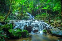 chiangmai Tailandia de la cascada del kampong de los mae fotografía de archivo